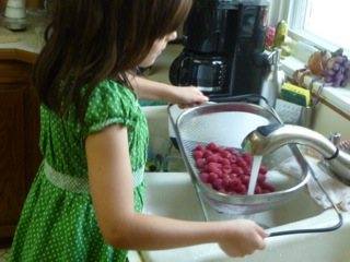 Getting the younger kids involved in food preparation by having them do easier tasks